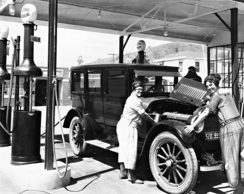 1920s-gas-station.jpg